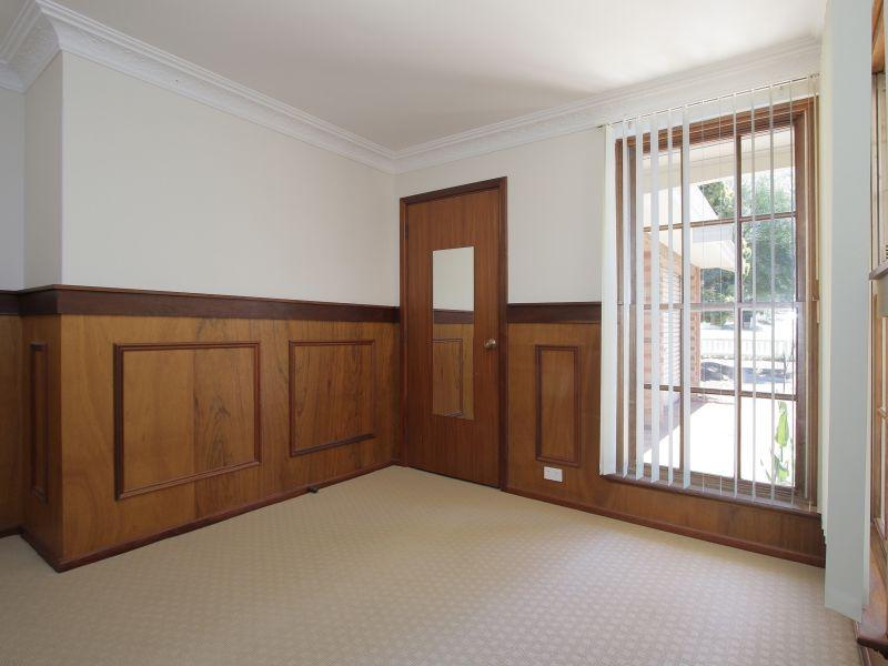 https://propertyphotos.vaultre.com.au/835/771882__reaimport-1568687729-348396-30052.jpg