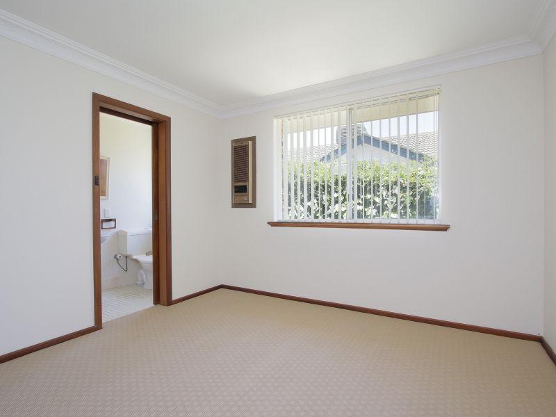 https://propertyphotos.vaultre.com.au/835/771886__reaimport-1568687731-348396-30052.jpg