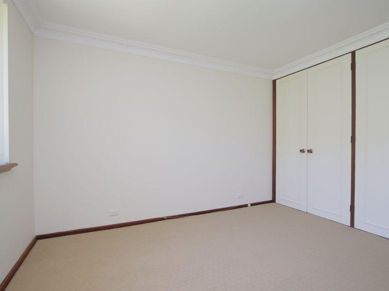 https://propertyphotos.vaultre.com.au/835/771887__reaimport-1568687731-348396-30052.jpg