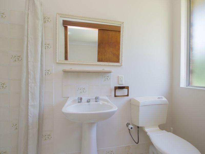 https://propertyphotos.vaultre.com.au/835/771888__reaimport-1568687731-348396-30052.jpg