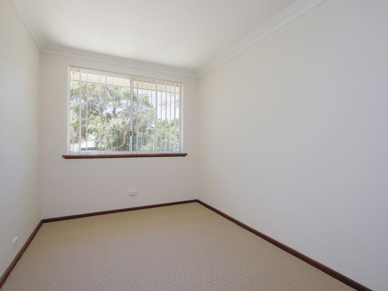https://propertyphotos.vaultre.com.au/835/771889__reaimport-1568687732-348396-30052.jpg