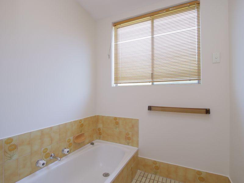 https://propertyphotos.vaultre.com.au/835/771892__reaimport-1568687733-348396-30052.jpg