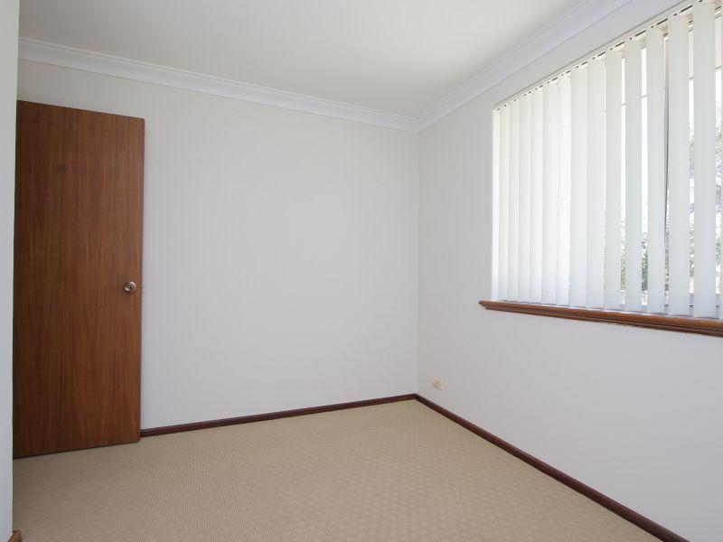 https://propertyphotos.vaultre.com.au/835/771894__reaimport-1568687733-348396-30052.jpg