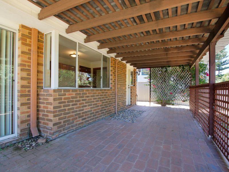 https://propertyphotos.vaultre.com.au/835/771896__reaimport-1568687734-348396-30052.jpg