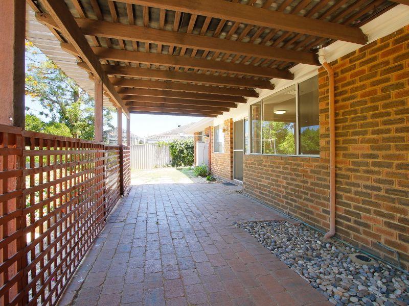 https://propertyphotos.vaultre.com.au/835/771898__reaimport-1568687734-348396-30052.jpg