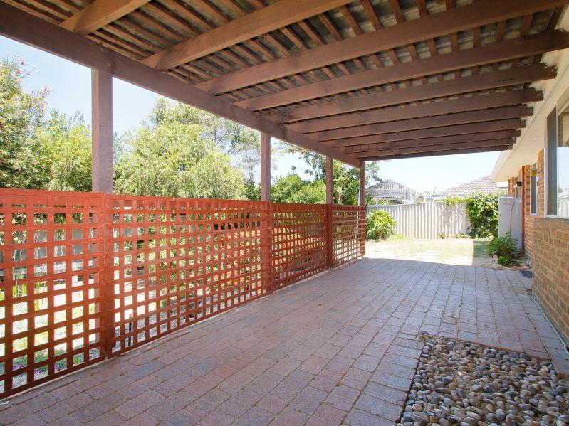https://propertyphotos.vaultre.com.au/835/771899__reaimport-1568687735-348396-30052.jpg