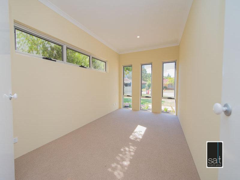 https://propertyphotos.vaultre.com.au/835/772054__reaimport-1568687780-348408-30064.jpg