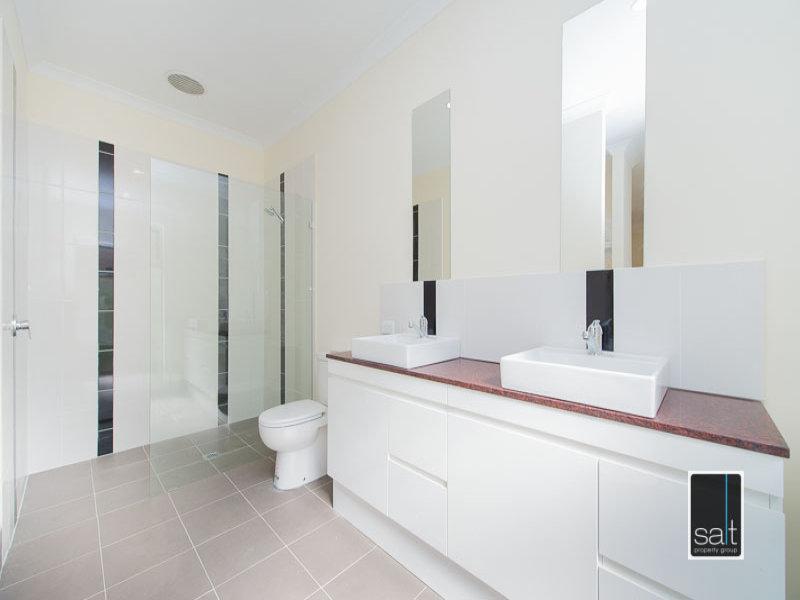 https://propertyphotos.vaultre.com.au/835/772057__reaimport-1568687781-348408-30064.jpg