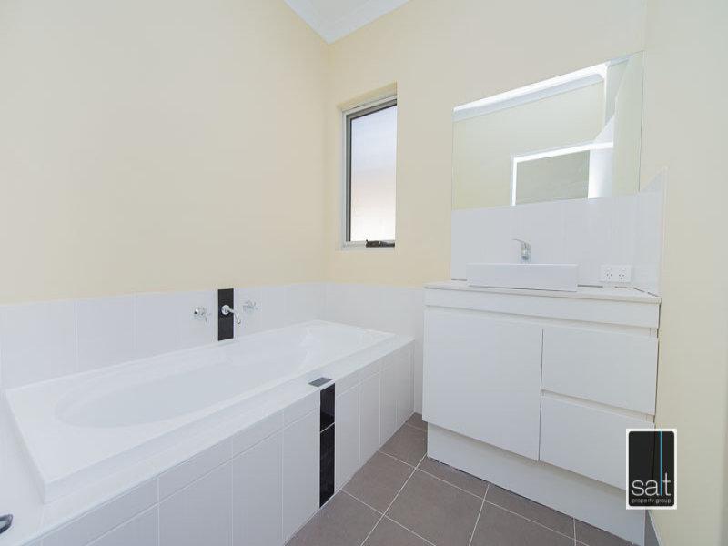 https://propertyphotos.vaultre.com.au/835/772064__reaimport-1568687782-348408-30064.jpg