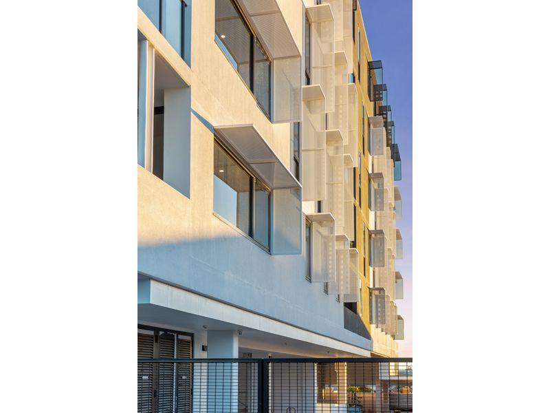 https://propertyphotos.vaultre.com.au/835/775465__reaimport-1568688833-348691-442565.jpg