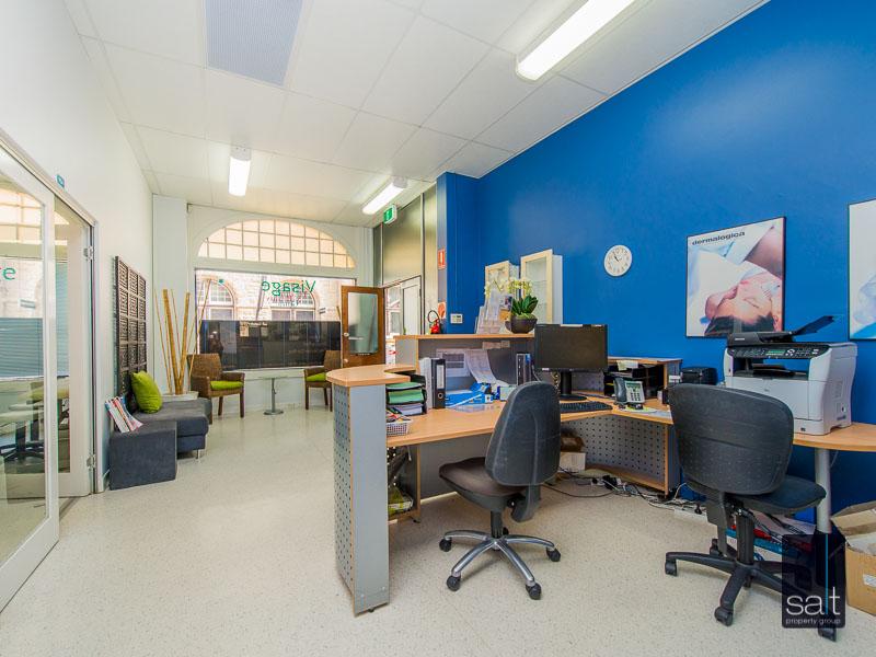 https://propertyphotos.vaultre.com.au/835/780874__reaimport-1568690259-349076-442952.jpg