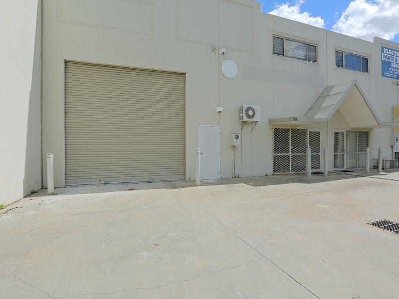 https://propertyphotos.vaultre.com.au/835/781009__reaimport-1568690304-349086-442961.jpg