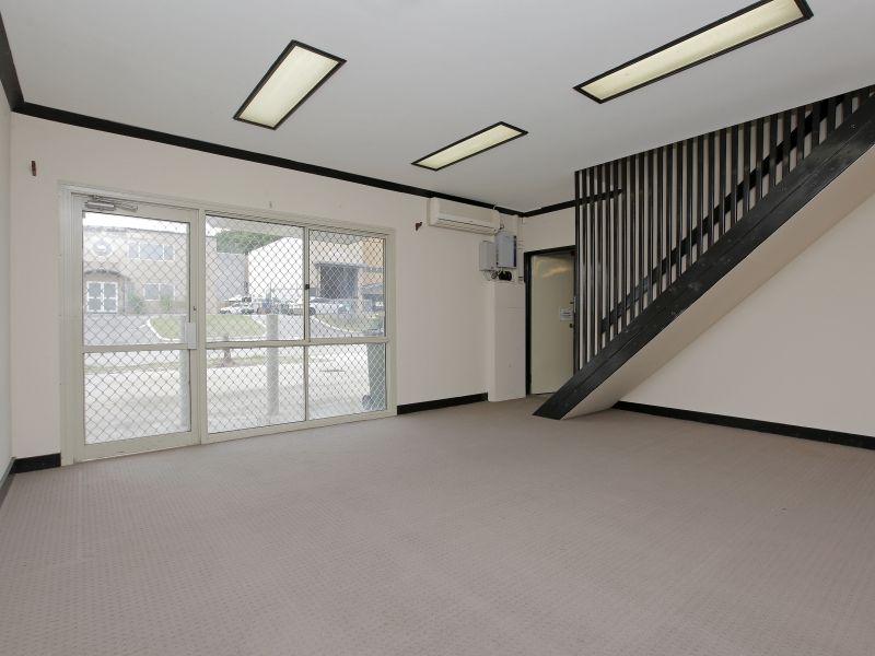 https://propertyphotos.vaultre.com.au/835/781011__reaimport-1568690305-349086-442961.jpg