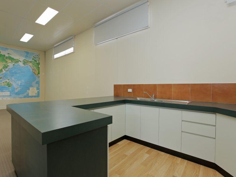 https://propertyphotos.vaultre.com.au/835/781014__reaimport-1568690306-349086-442961.jpg
