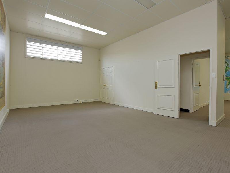https://propertyphotos.vaultre.com.au/835/781016__reaimport-1568690306-349086-442961.jpg