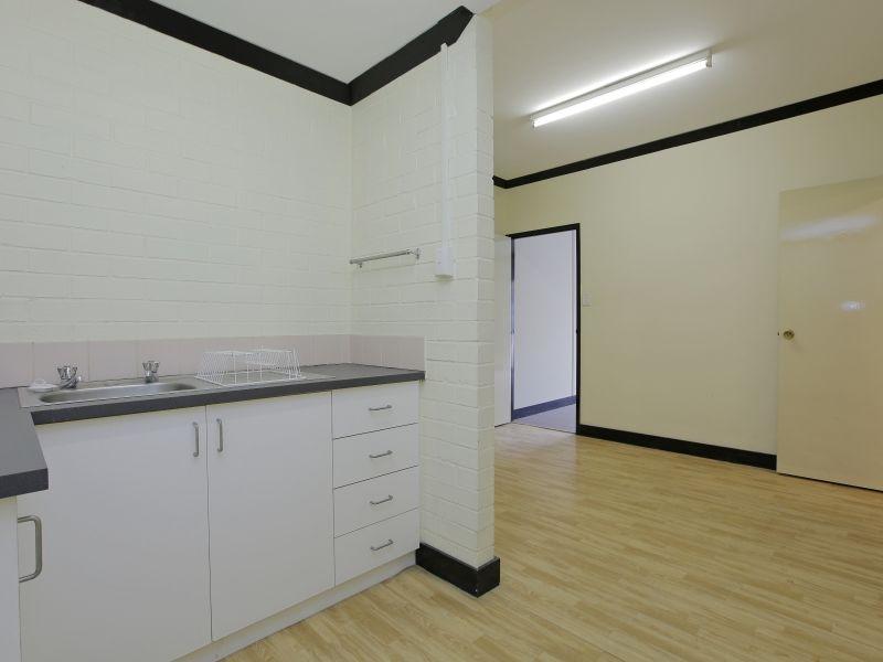 https://propertyphotos.vaultre.com.au/835/781021__reaimport-1568690308-349086-442961.jpg