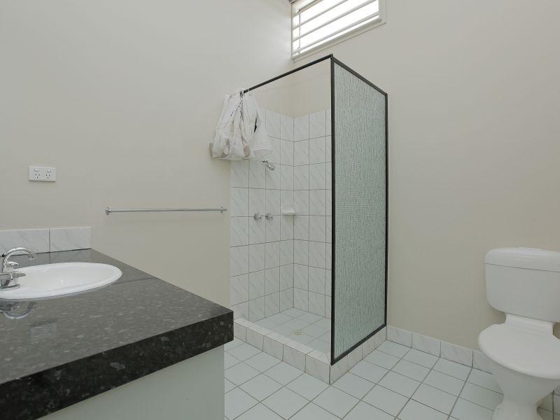 https://propertyphotos.vaultre.com.au/835/781022__reaimport-1568690308-349086-442961.jpg