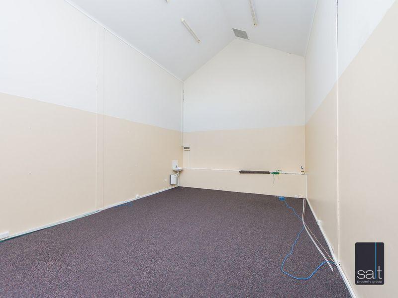 https://propertyphotos.vaultre.com.au/835/782708__reaimport-1568690779-349353-443226.jpg