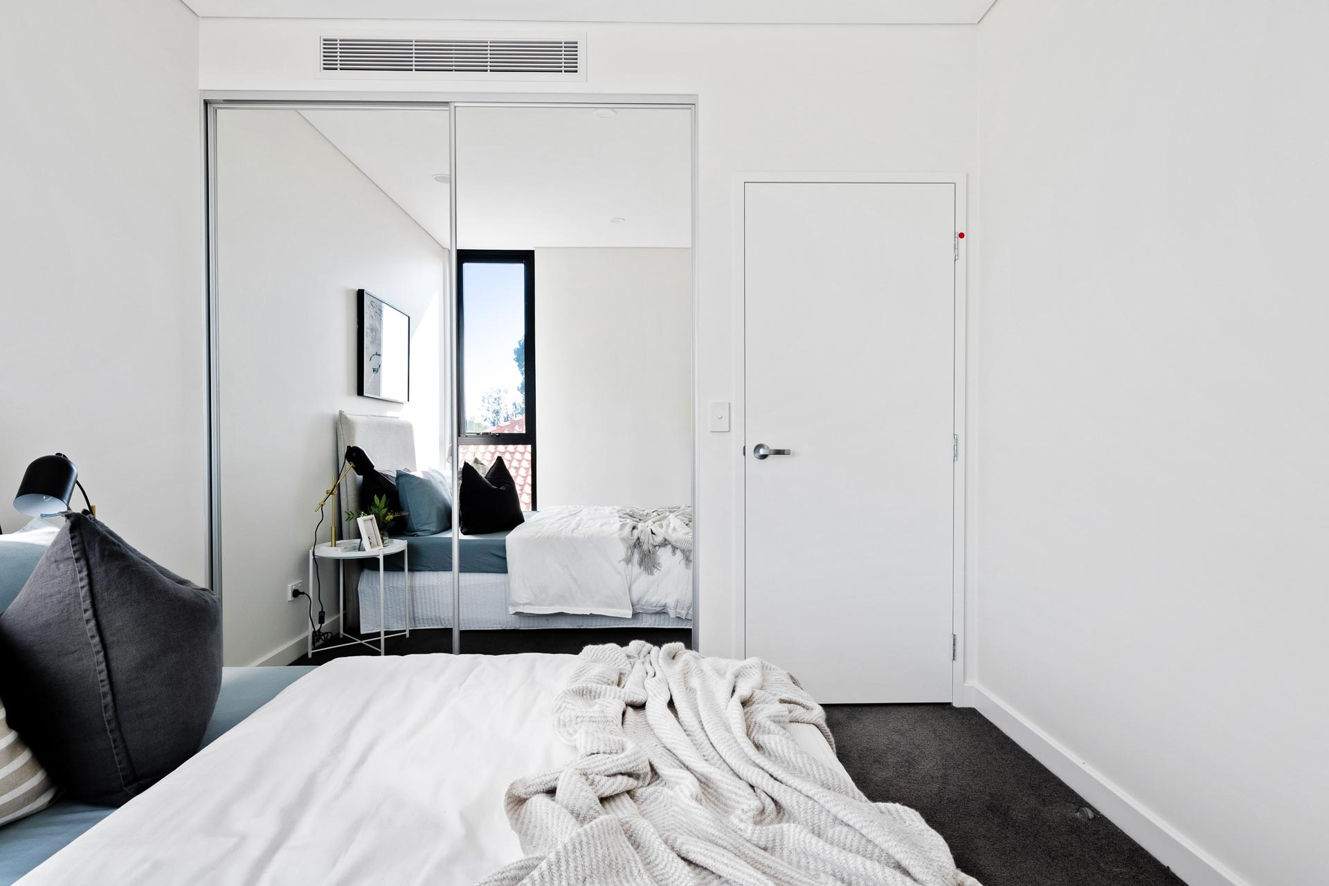https://propertyphotos.vaultre.com.au/835/783381__1568705475-14404-WEBEditionApartments13.jpg