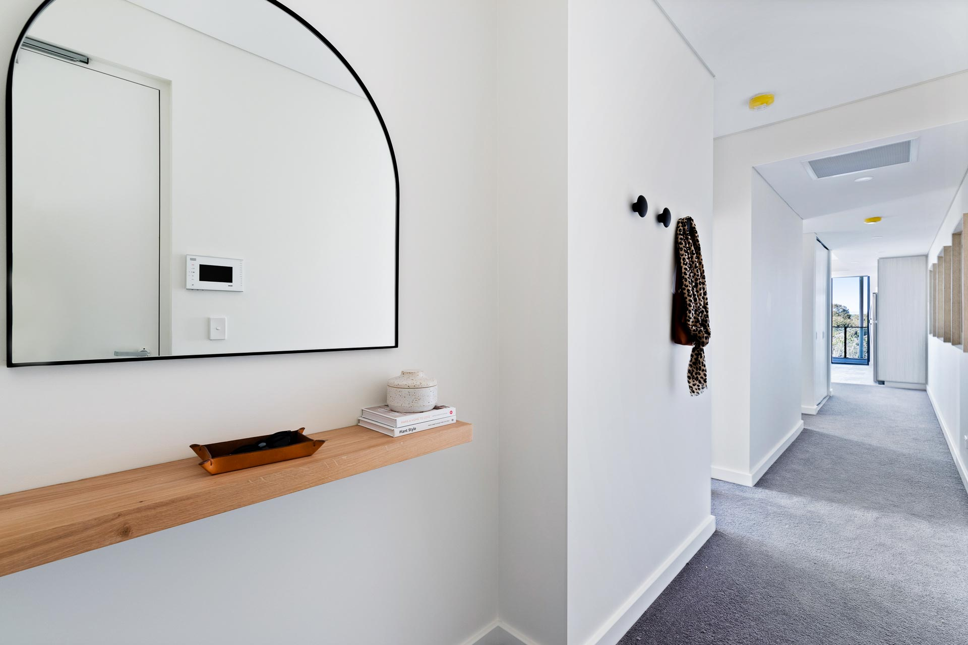 https://propertyphotos.vaultre.com.au/835/783383__1568705477-30363-WEBEditionApartments33.jpg