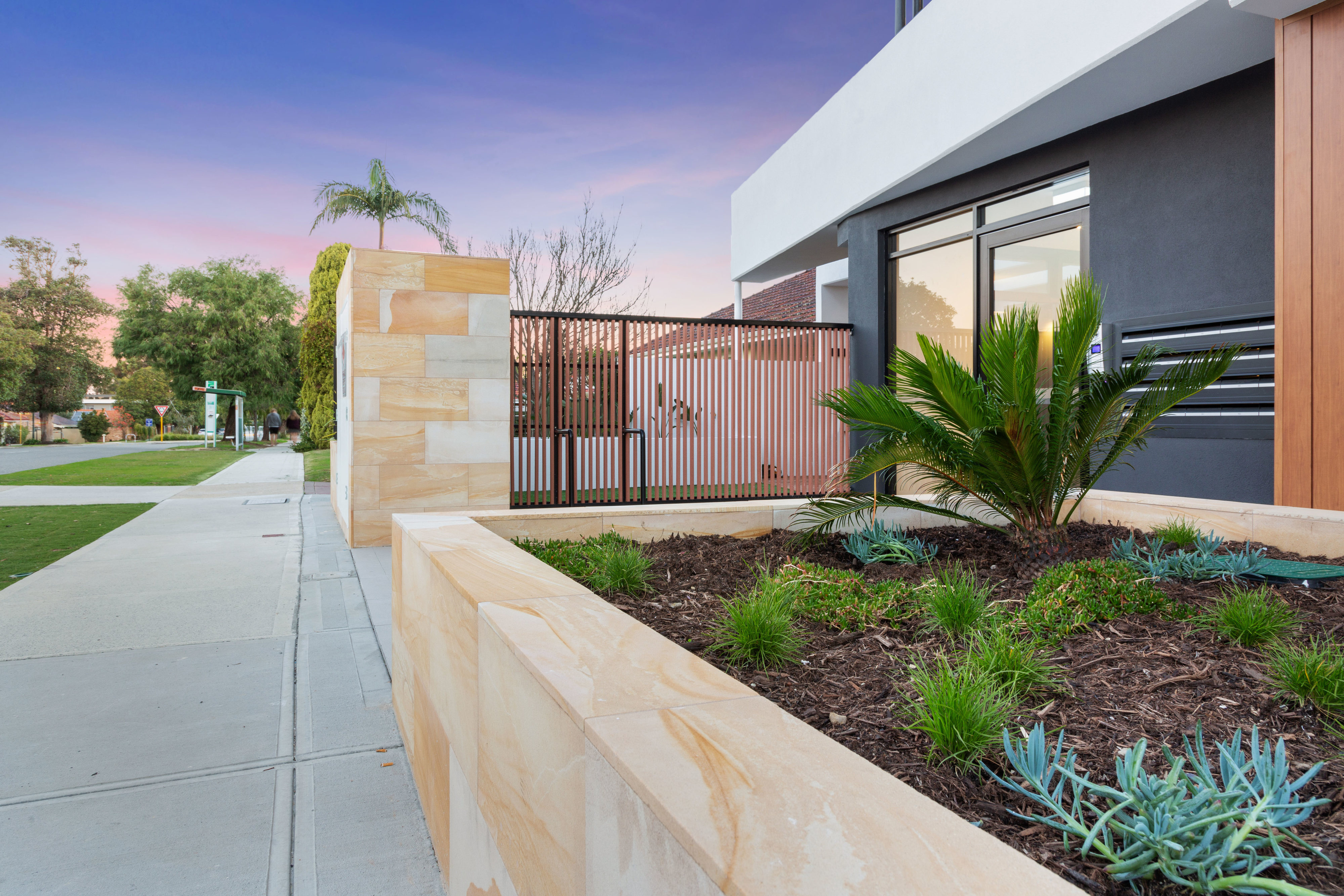 https://propertyphotos.vaultre.com.au/835/783429__1568706017-31389-PRINT87RobertsStreetComo30.jpg