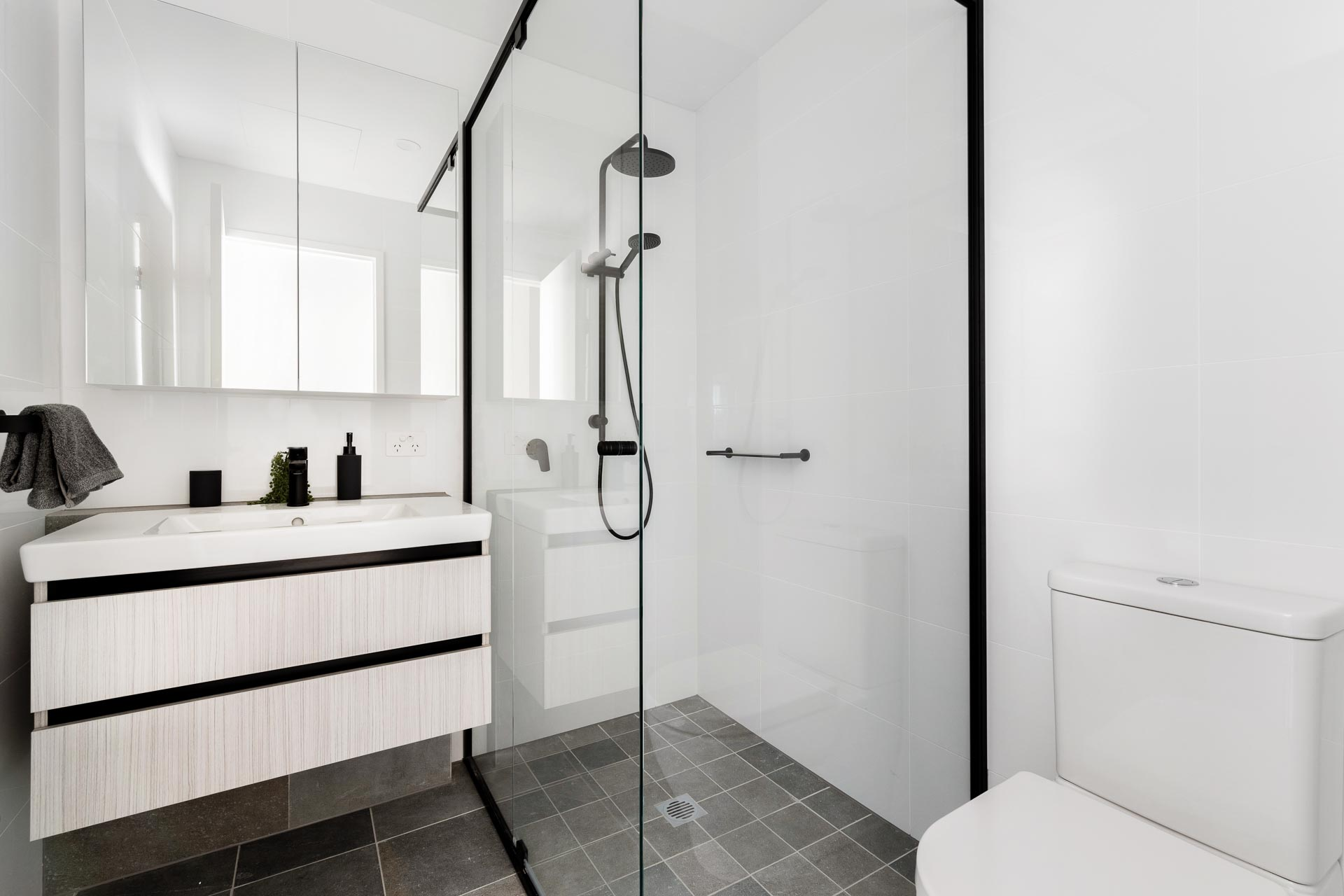 https://propertyphotos.vaultre.com.au/835/783459__1568706509-23393-WEBEditionApartments14.jpg
