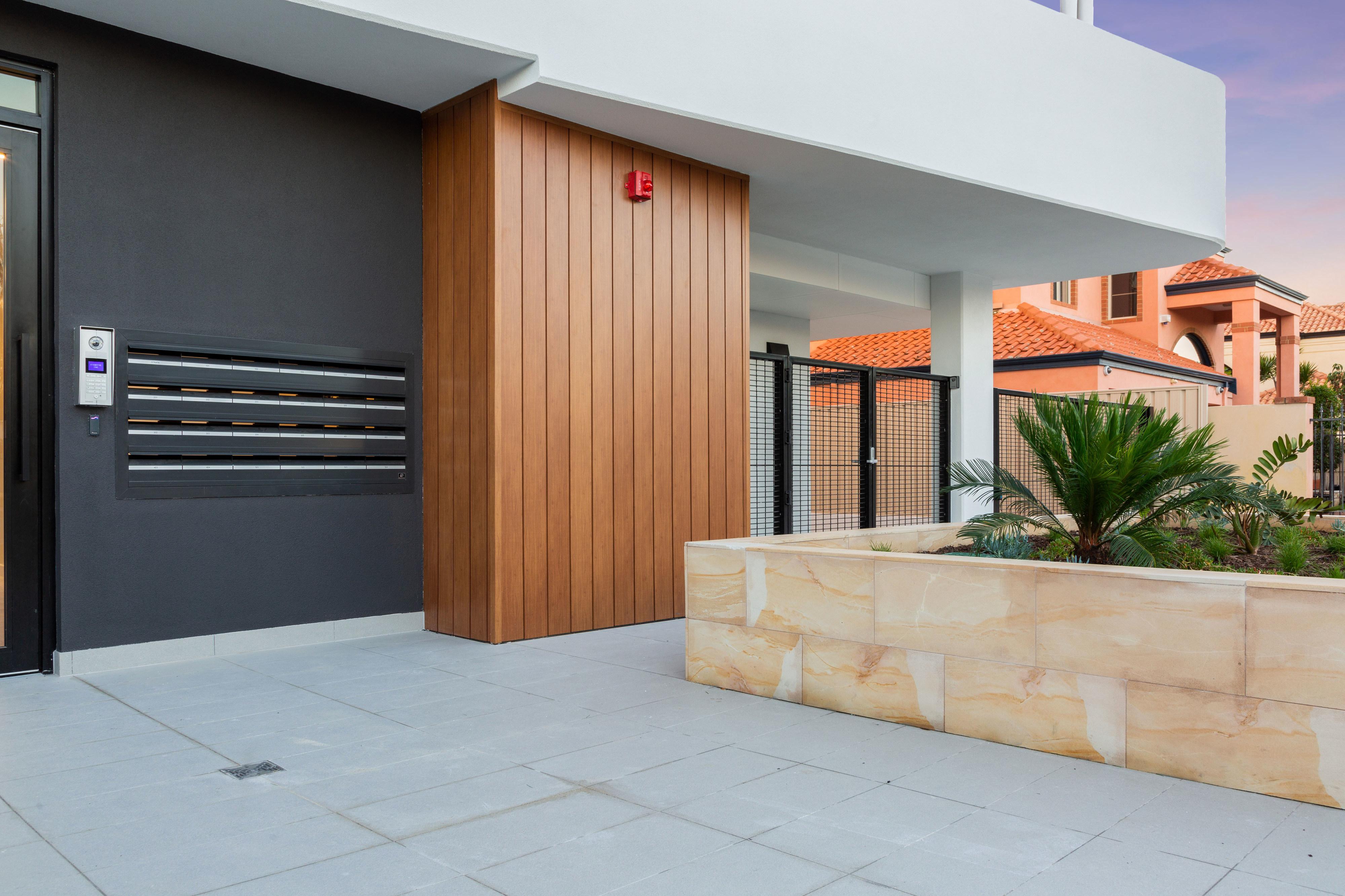 https://propertyphotos.vaultre.com.au/835/783482__1568706866-16978-PRINT87RobertsStreetComo20.jpg