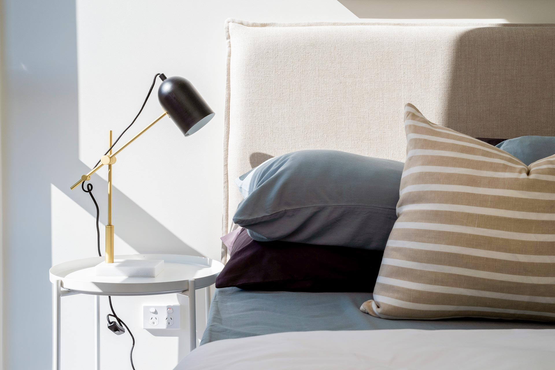 https://propertyphotos.vaultre.com.au/835/783485__1568706870-24122-WEBEditionApartments05.jpg