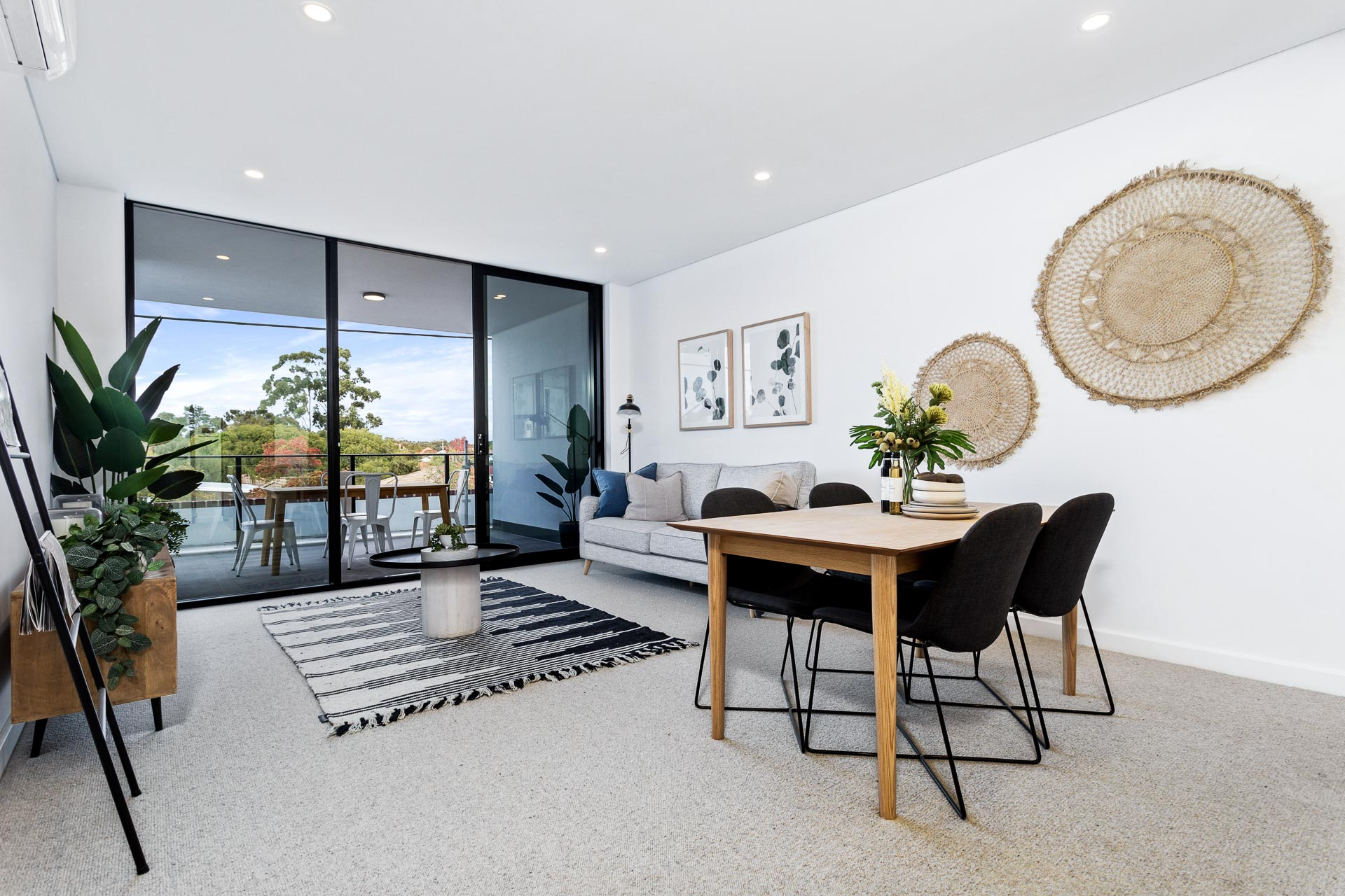https://propertyphotos.vaultre.com.au/835/783497__1568707915-2699-WEB57CarringtonStPalmyra12.jpg