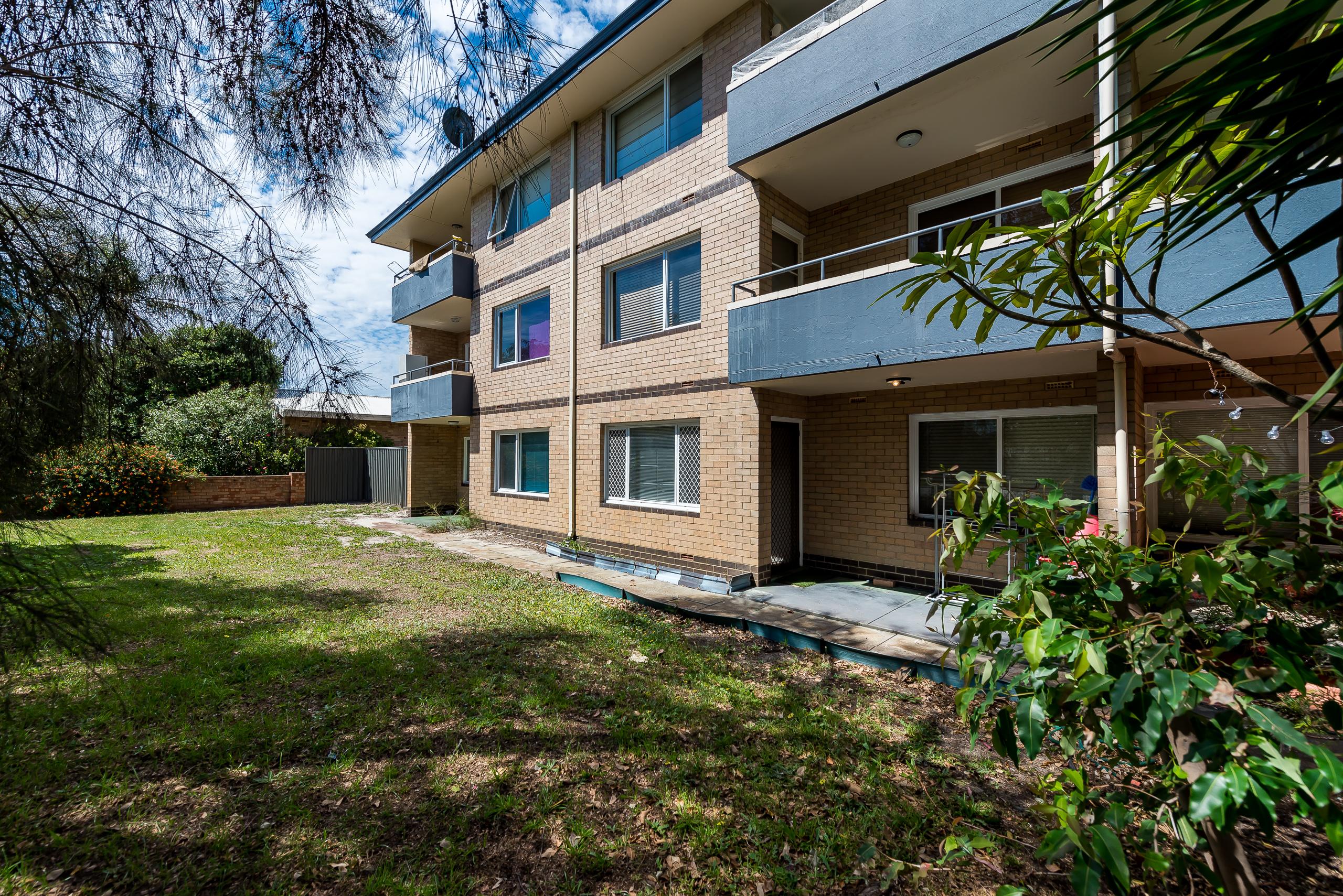 https://propertyphotos.vaultre.com.au/835/786593__1568947647-23799-2839CanningHwyApplecross-3.jpg