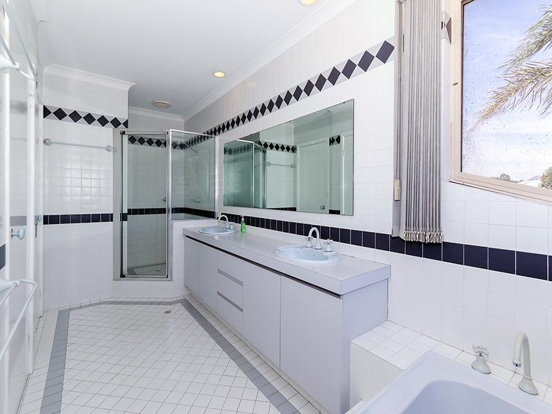 https://propertyphotos.vaultre.com.au/835/8366273__1592806082-12478-img8565.JPG