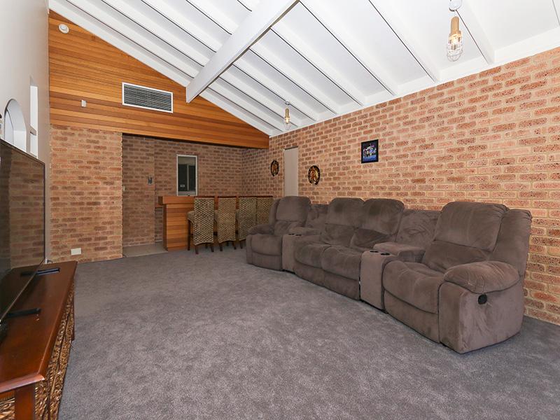 https://propertyphotos.vaultre.com.au/835/8366288__1592806098-24427-img8582.JPG