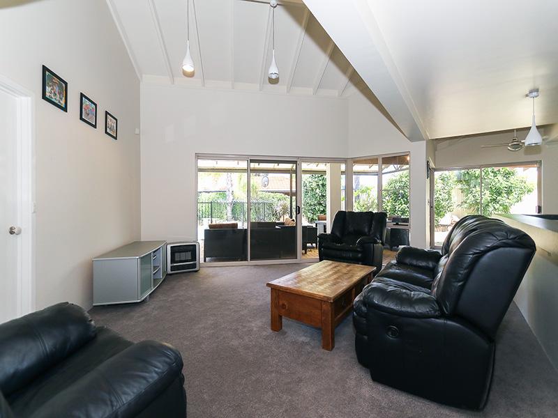 https://propertyphotos.vaultre.com.au/835/8366295__1592806106-12590-img8591.JPG