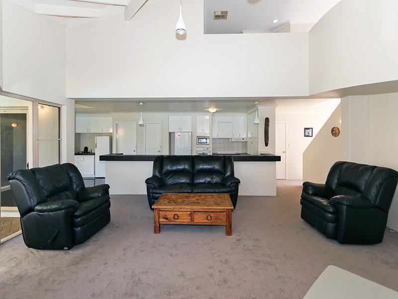 https://propertyphotos.vaultre.com.au/835/8366296__1592806107-30567-img8592.JPG