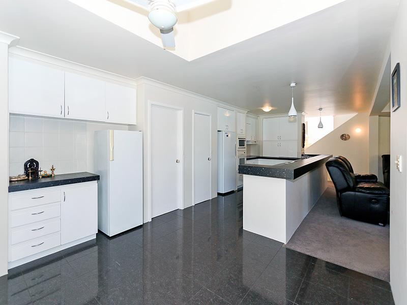 https://propertyphotos.vaultre.com.au/835/8366298__1592806109-30576-img8595.JPG