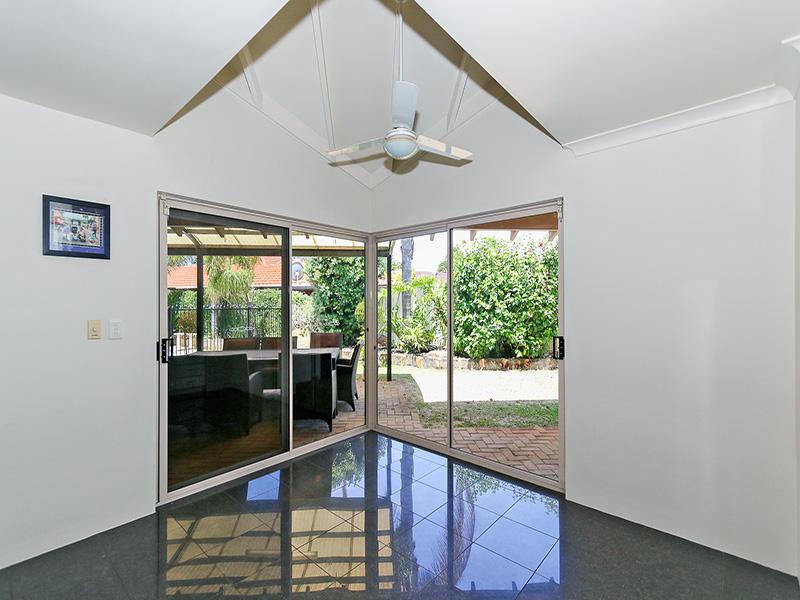 https://propertyphotos.vaultre.com.au/835/8366305__1592806116-4505-IMG8602.JPG