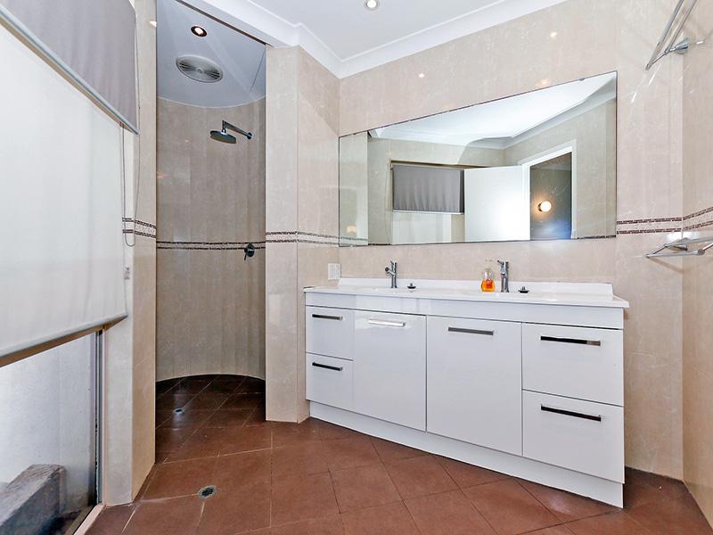 https://propertyphotos.vaultre.com.au/835/8366308__1592806119-18717-img8605.JPG