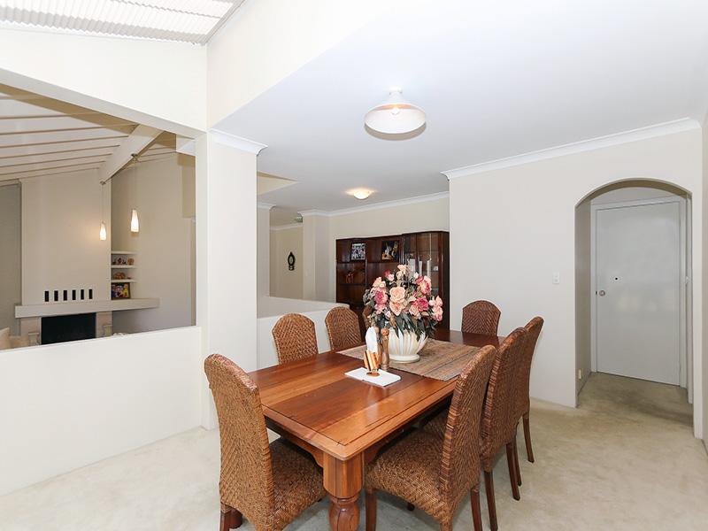 https://propertyphotos.vaultre.com.au/835/8366311__1592806122-30623-IMG8611.JPG