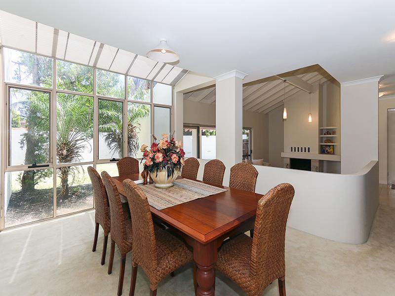 https://propertyphotos.vaultre.com.au/835/8366312__1592806123-30628-img8612.JPG