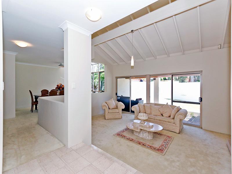 https://propertyphotos.vaultre.com.au/835/8366317__1592806129-30652-img8616.JPG