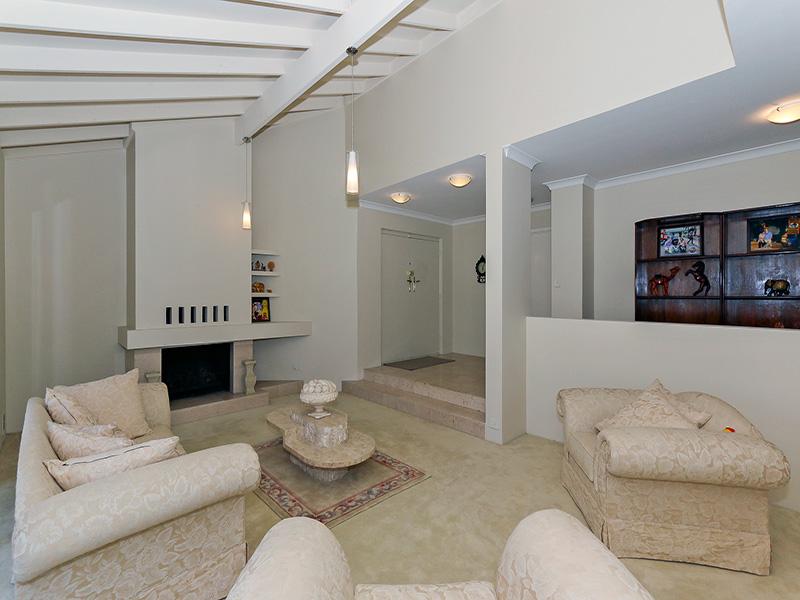 https://propertyphotos.vaultre.com.au/835/8366319__1592806131-12682-IMG8618.JPG
