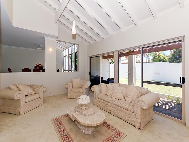 https://propertyphotos.vaultre.com.au/835/8366322__1592806134-24580-IMG8620.JPG