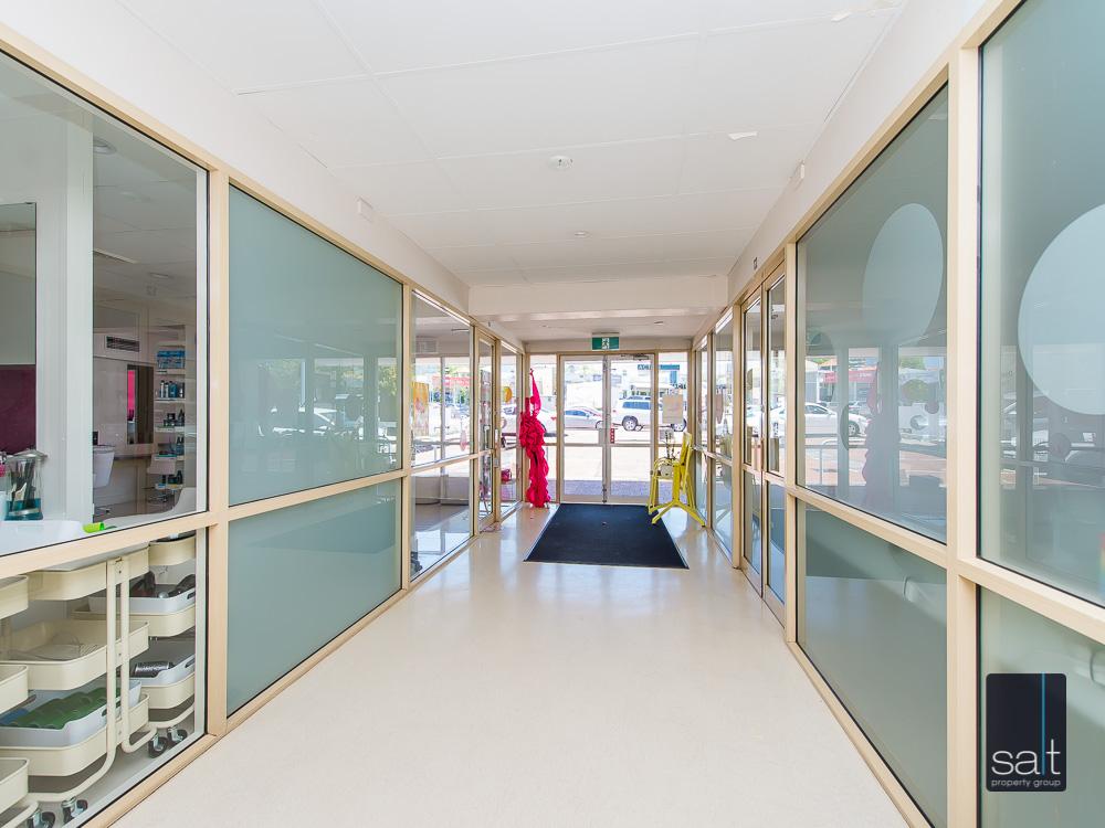 https://propertyphotos.vaultre.com.au/835/8948583__1593573473-22530-Suite26781CanningHwyApplecross-7.jpg