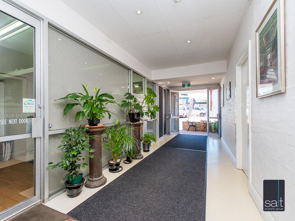 https://propertyphotos.vaultre.com.au/835/8948587__1593573478-32682-Suite26781CanningHwyApplecross-11.jpg